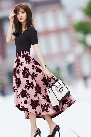 レディ度満点の花柄スカートで目指すはきれいなお姉さん♡