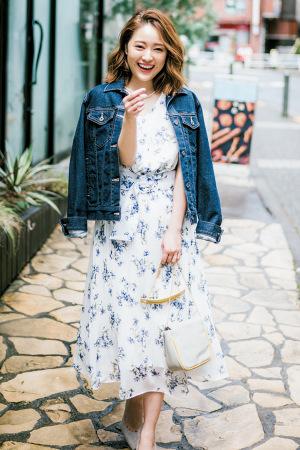白×ブルーの小花柄でみんなから好かれる爽やかなワンピスタイルに♡