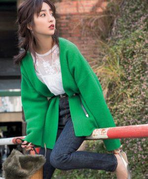 鮮やかなグリーンニットで華やかに♡ 堀田茜が着こなすデニムのコーデ