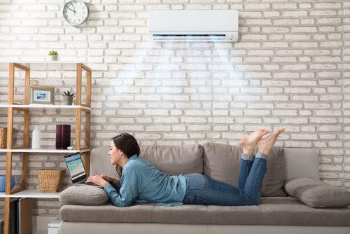 エアコンの涼しい部屋