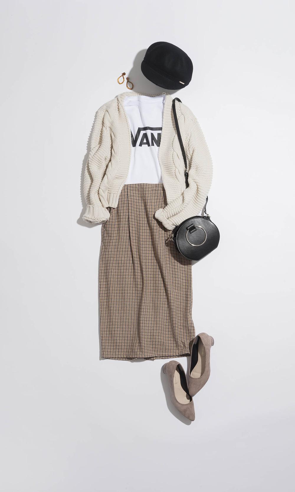 Day12:美人なタイトスカートをロゴT&ざっくりカーデでカジュアルに