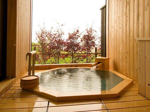 源泉かけ流しの小さなお宿 あゆの風の部屋風呂
