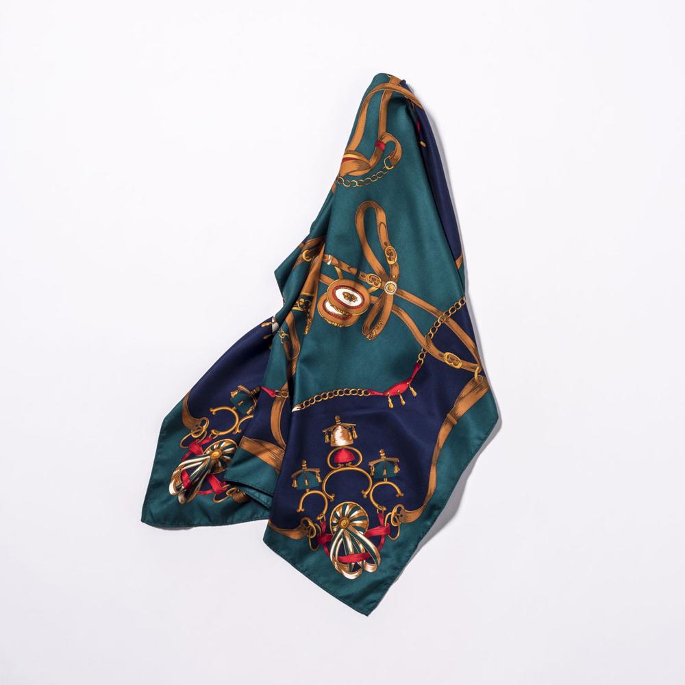 スカーフ¥1,490(AMERICAN HOLIC<アメリカン ホリック>)