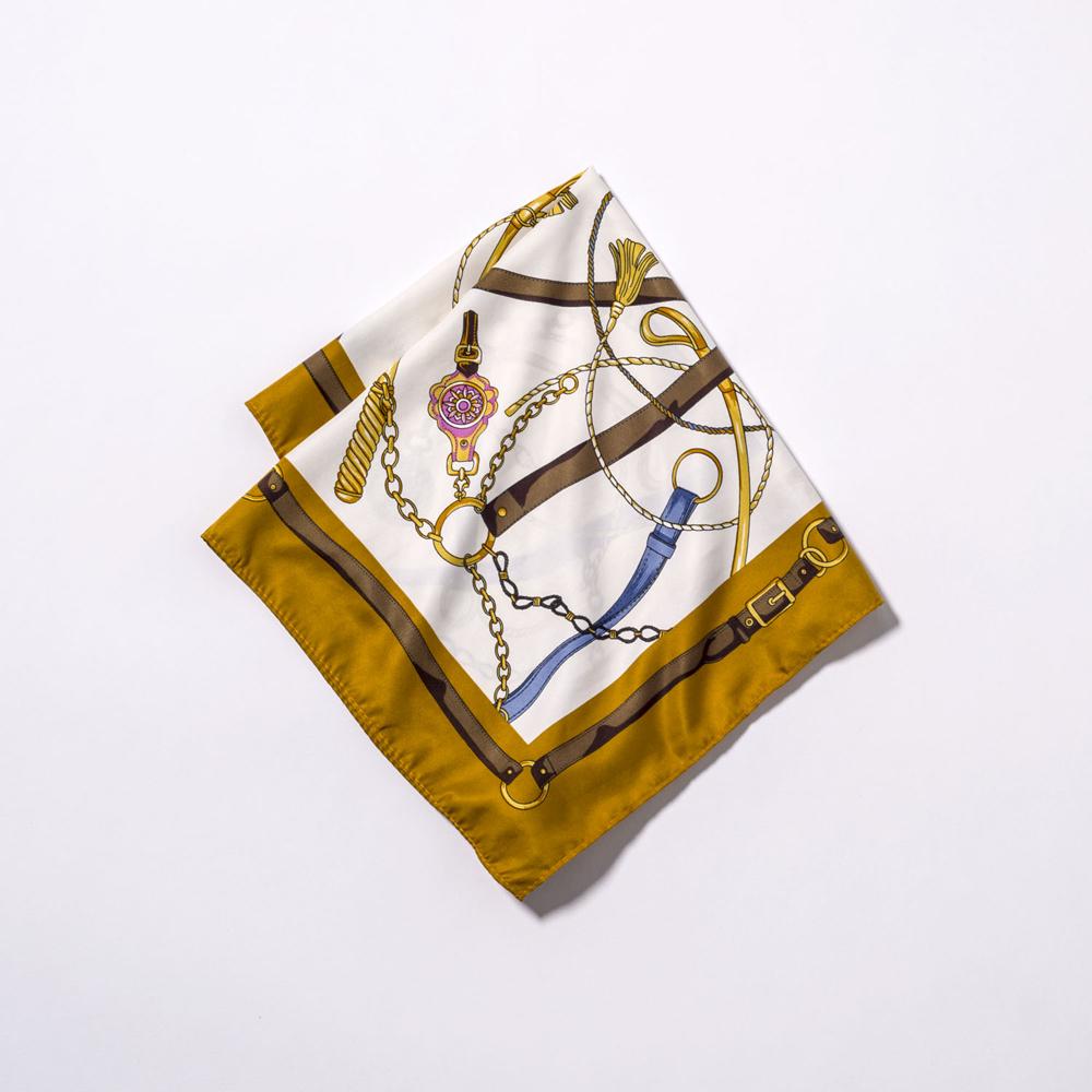 スカーフ¥2,900(MEW'S REFINED CLOTHES)