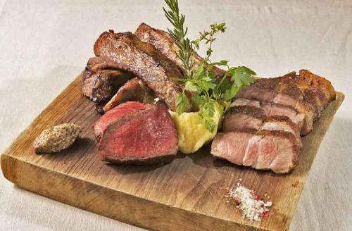 TOKYO KITCHENの肉盛合せ
