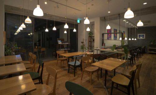 SUNDAY CAFE ART RESTAURANT、店内
