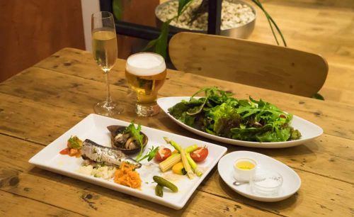 SUNDAY CAFE ART RESTAURANT、サラダ、料理