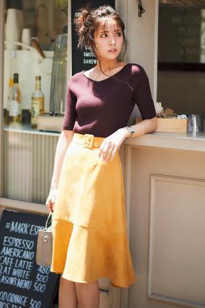 フィット&フレアが女っぽい秋色配色のモテコーデ