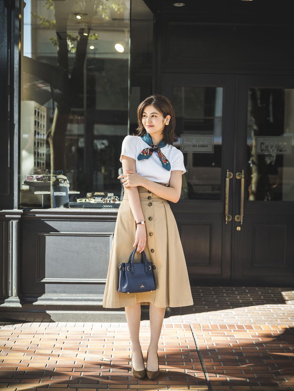 最高気温25度…最旬トレンチスカートをレディな小物で秋モードに!