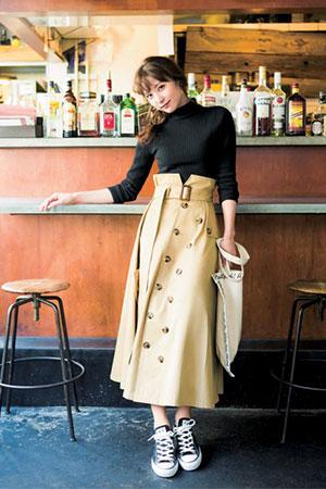 黒を春らしくアップデートしてくれるトレンチ風スカート♡