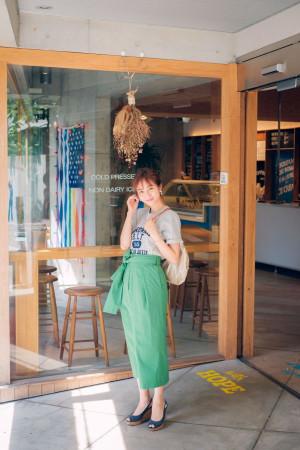鮮やかなグリーンのスカートはロゴT合わせでカジュアルダウン★