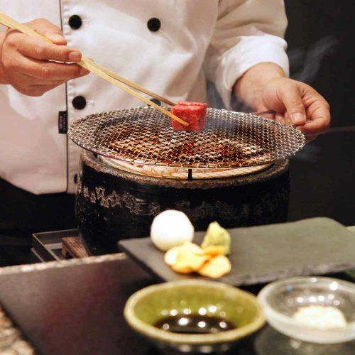 仙台牛炭火焼ステーキ AZUMAN、調理