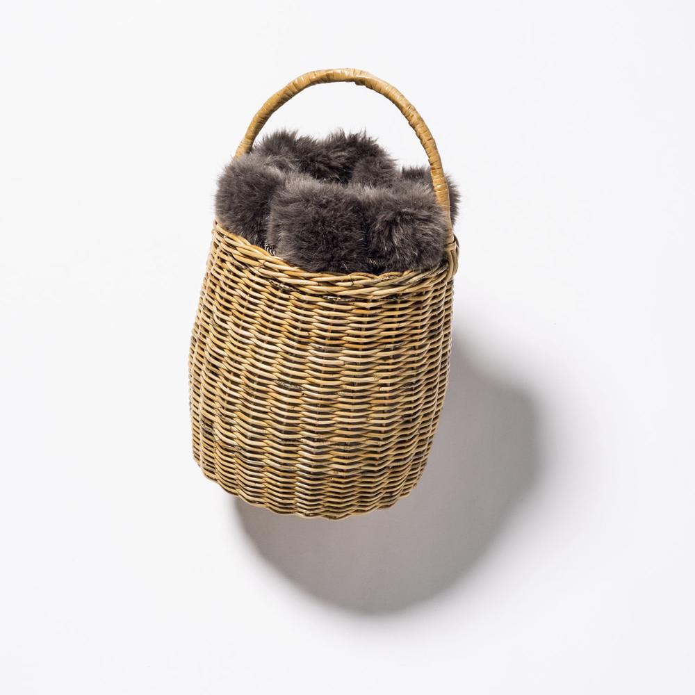ファー巾着付きバッグ¥21,800(ビヨンドザリーフ)