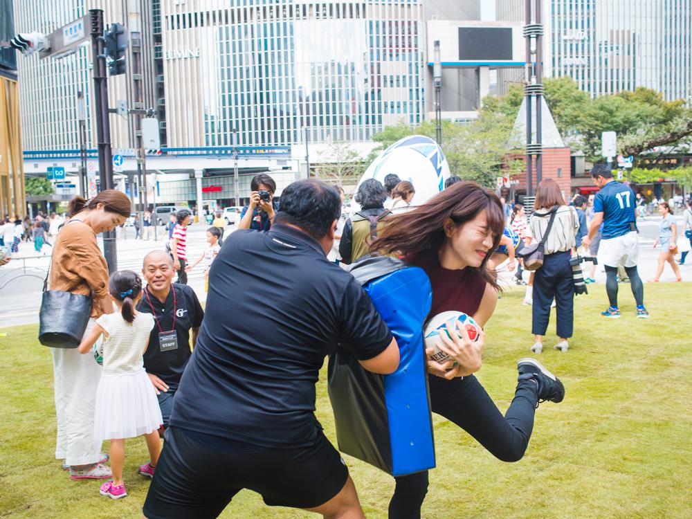 ラグビーワールドカップ2019™日本大会開催1年前イベント、ラグビー、ラグビーワールドカップ、楫真梨子、タックル