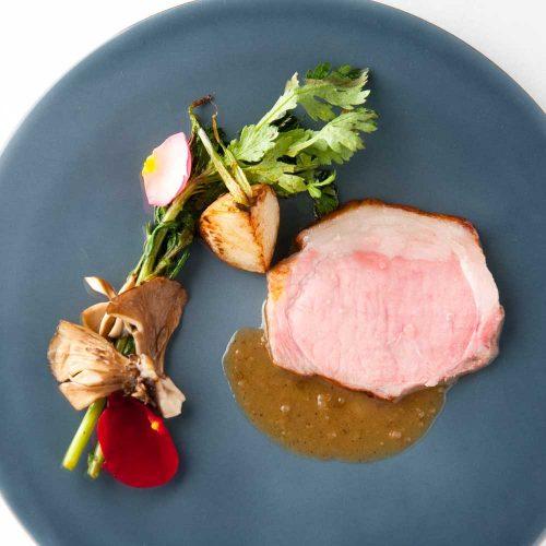 Rita Organic、豚のロースト。料理