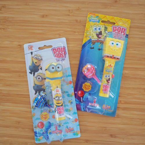 pop ups! ポップアップス ロリポップキャンディ ミニオンズ(左)/スポンジ・ボブ(右) 各¥421(税込)