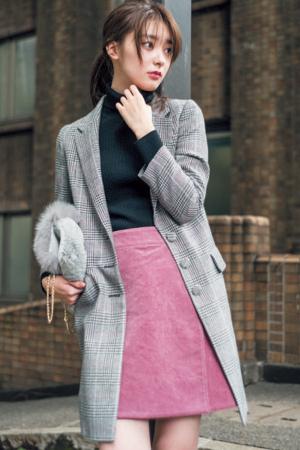 おじ風チェックジャケットをピンクのミニで女性らしく♡