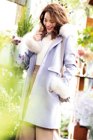 華やかキレイ色のファー付きコートで狙うは好感度No.1