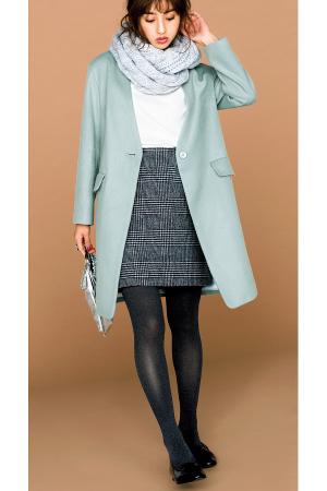 華やかミント色のコートでモノトーンをやわらかく