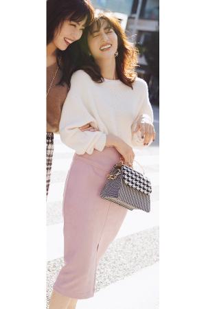 上品見えするニット×タイトスカートの美人コーデ