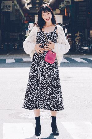 AYAMI SPECIAL2:地元・大阪編 女優でもモデルでもない、素の彼女に会いたい! AYAMI goes back to Osaka! 中条あやみ、故郷・大阪に帰る。『2011年ティーン誌でモデルデビューして以来、モデルとして女優として、スターダムを駆け上がる21歳。そのまるで人形のような抜群のスタイルと愛らしい顔立ちは、世の女の子の憧れの的♡でも、美人でかわいくてミステリアスな雰囲気も持つあやみって、本当はどんな女の子なんだろう?彼女の生まれ故郷、大阪の街を巡って、あやみの素顔に迫ります。』