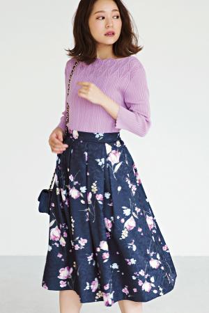 キレイ色ニット×花柄スカートで女の子らしさを最大限引き出して