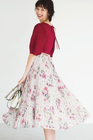 2位 着映えする華やかコーデがバツグンの支持率GET!キレイ色ニット×花柄スカート『「上品さも華やかさも欲張れる♡」と人気を集めたのが、このコーデ!会社に着ていけるきちんと感がありながらも、女の子らしさを最大限に引き出してくれる、最強の組み合わせなんです!!』
