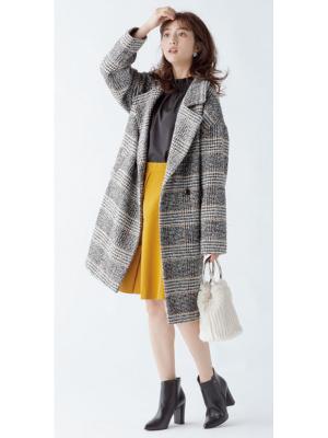流行チェックは大きめの襟付きコートでこなれ感を高めて