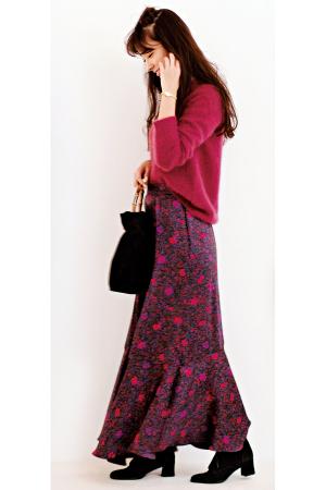 ふわニット×花柄スカートのヴィンテージムードが今旬