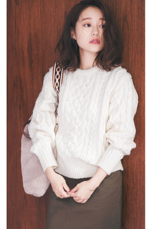 縄編みニット×ミニボトムでトラッドなのに女っぽい!