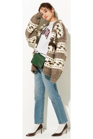 idea3コートの代わりにすれば即、ヴィンテージ風!ルーズに着たい♡ 90年代風味の【カウチンニット】『まるでおばあちゃんの手編みのような、温かみのあるカウチンニットが今シーズンじわじわ人気。ちょっぴり90年代ムードのカウチンはアウター代わりにがばっとルーズにはおるのが正攻法!リアルな古着なら、プライスもお手頃でトライしやすいものが多いからぜひ♡』