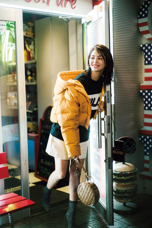 日中はセーターで過ごせる日。朝晩は冷えるのでコートやマフラーがマスト