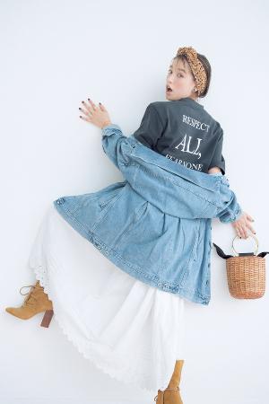 03 Oversize T-shirt 「ゆるっとTシャツ」で一気にこなれる!『この春は、Tシャツのシルエットに異変アリ! 五分袖やドロップショルダーなど、体が泳ぐオーバーサイズをあえてゆるっと着るのが最高にかわいい♡ 各ブランドから大豊作のバックプリントも見逃せません!』