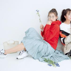 04 Sports Mix 「ストリートムード」でやんちゃに♡『スエットやフーディ、スニーカー…服でも小物でも、スポーティなアイテムをMIXしたコーデが今の気分♪ スカートやワンピと合わせて、あくまでも女らしさはKeepするのが今どきおしゃれの絶対条件!』