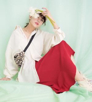 ゆる白シャツ×Aラインスカート