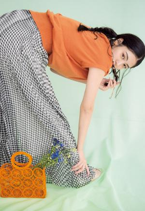07 Pleat Pants スカート見えする「プリーツパンツ」『NEWSなトレンドパンツNo.1は、一見「スカート?」と思うくらいにひらっと揺れる、プリーツ入りのワイドパンツ。ハンサムすぎず、ほんのり女っぽく着こなせる上にスカート感覚で簡単に取り入れられるのも◎!』
