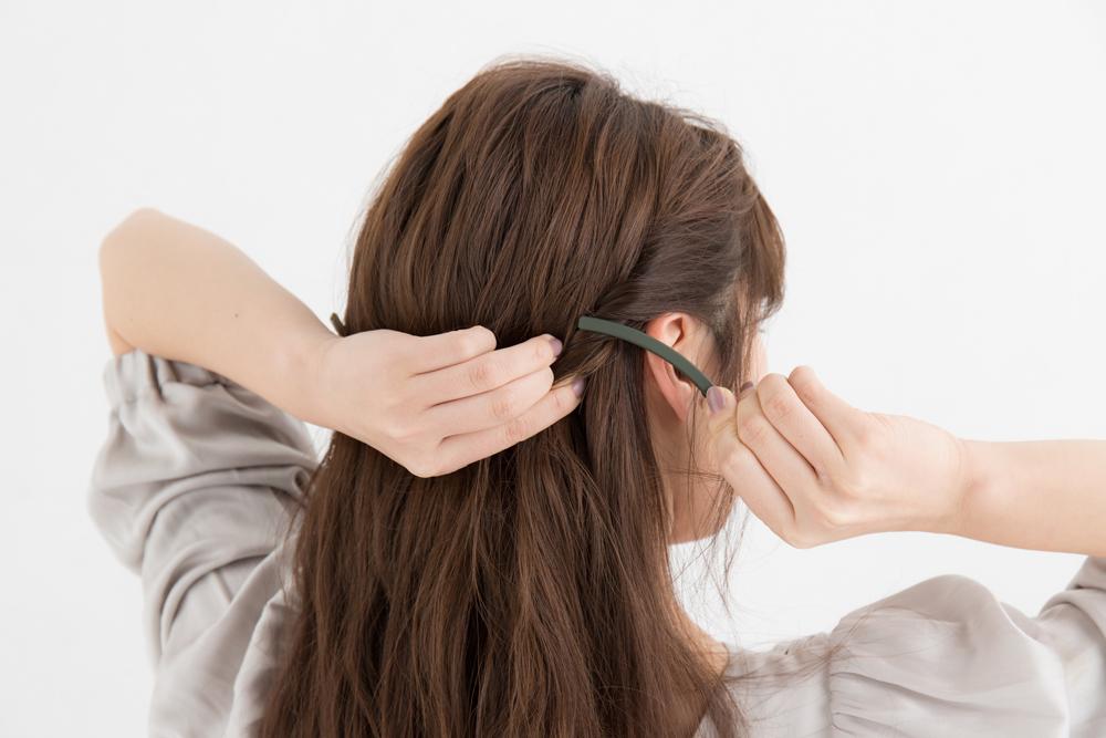 サイドの髪をねじり留めに