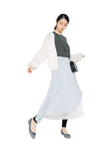ペールトーンの変形プリーツスカート