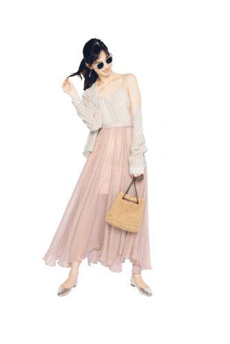 シアーなピンクのロングスカート
