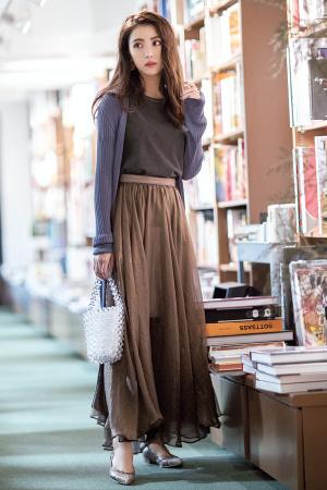 茶色 スカート コーデ