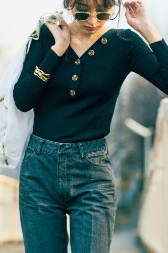 宮本茉由の黒デニムスタイル