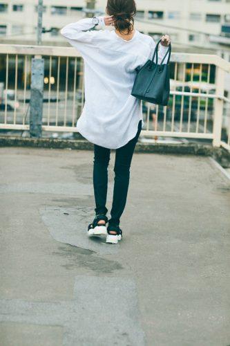 宮本茉由の白シャツスタイル