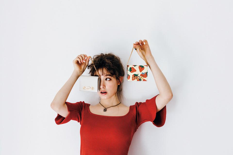 GUCCIイチゴ柄バッグ、トラウデン直美