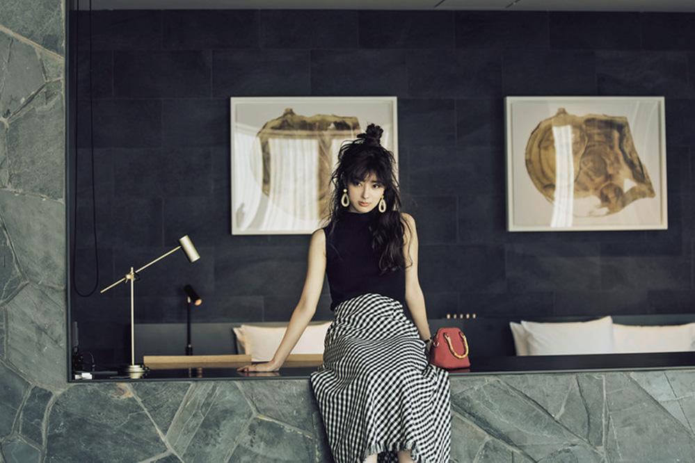 バイアススカートの斜め柄で細見えの視覚効果もバツグン!