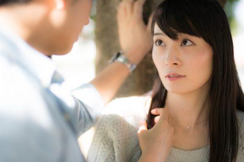 男子が好きな女子にだけ無意識にとる「脈あり」行動4つ