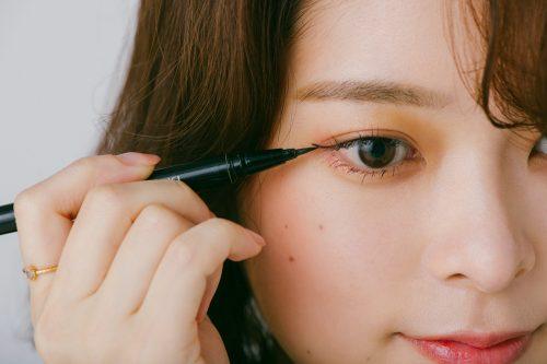 ■ネオ韓国風メイク、アイラインは細めに入れるのがコツ