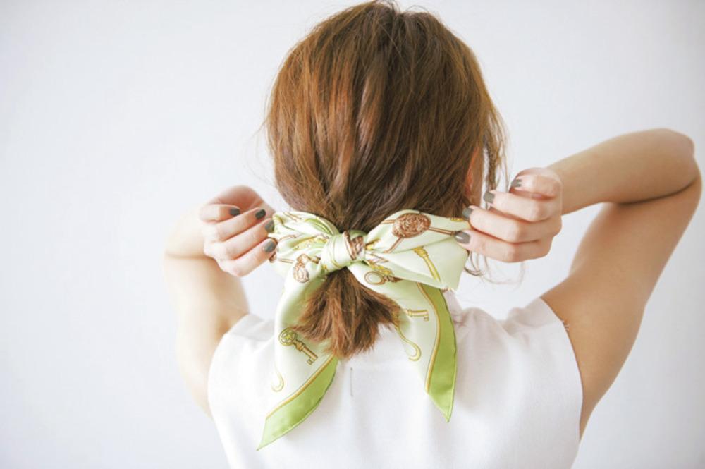 忙しい朝にも簡単!スカーフをリボン使いに♡