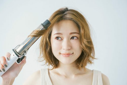 ■短めヘアにおすすめ!スカーフがおしゃれなアップスタイル