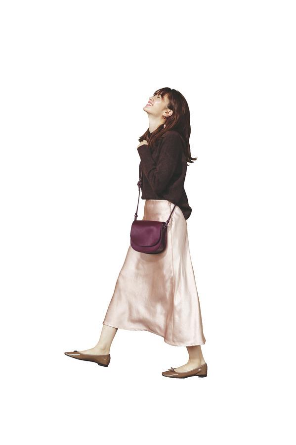 05 男女共に賛同!今っぽ彼女の「スリムフレアスカート」『美シルエットの優しい色』