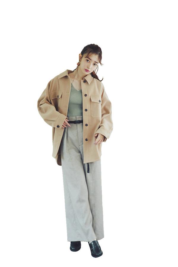 02[彼っぽCPOシャツ]『アメリカ海軍の制服がルーツなだけに、デザインはメンズライク。ここに肌感のあるインナーやメリハリシルエットを加えることで、彼のシャツを着たような女らしさ際立つ色っぽスタイルが叶うんです♡』